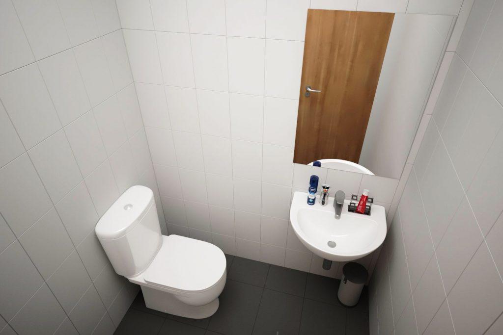 Moss Court bathroom - Moss Court, Birmingham Student Accommodation • AlliedStudents • Book